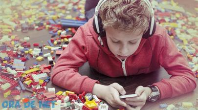 Salvaţi Copiii încurajează utilizatorii să raporteze discursurile instigatoare la ură sau discriminare.